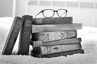 Stack-of-books-1001655__180